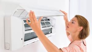 Cách vệ sinh máy lạnh Làm sạch bộ lọc có thể cải thiện chất lượng và hiệu quả không khí.